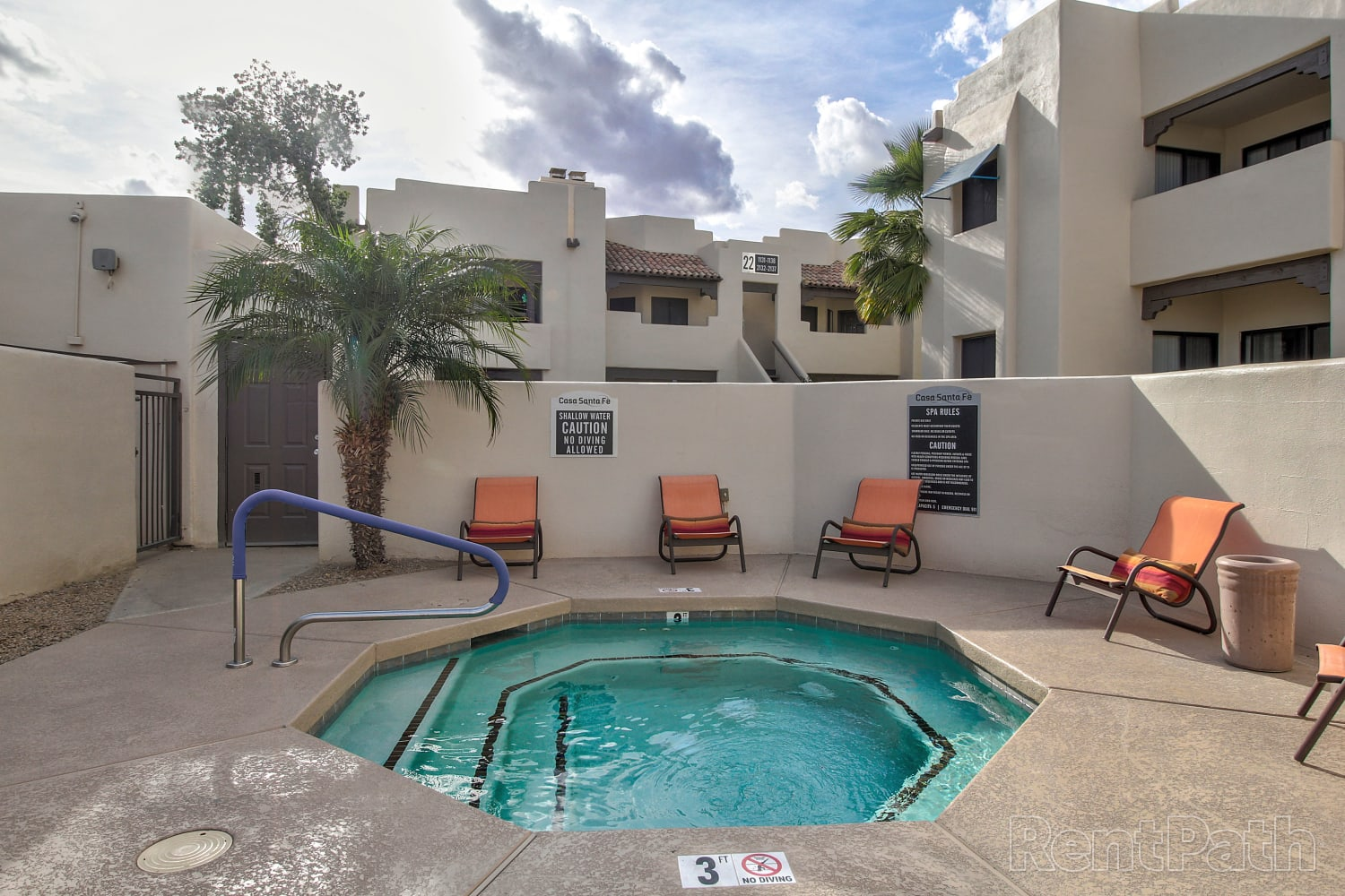 Hot tub at Casa Santa Fe Apartments in Scottsdale, Arizona