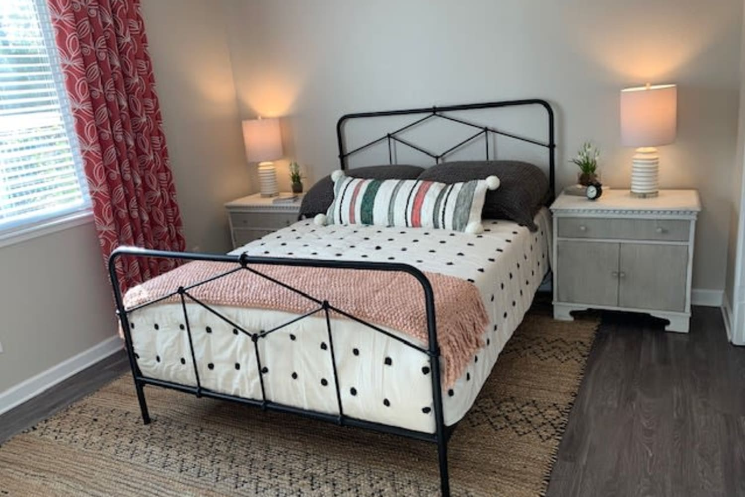 Cotton Wood Apartments offers a Beautiful Bedroom in Dublin, California