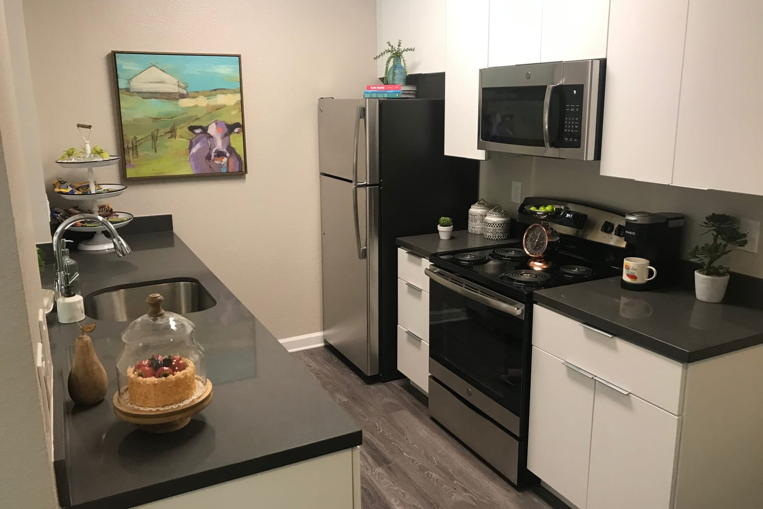 Wonderful open bedroom floor plans for rent at Cotton Wood Apartments in Dublin, California