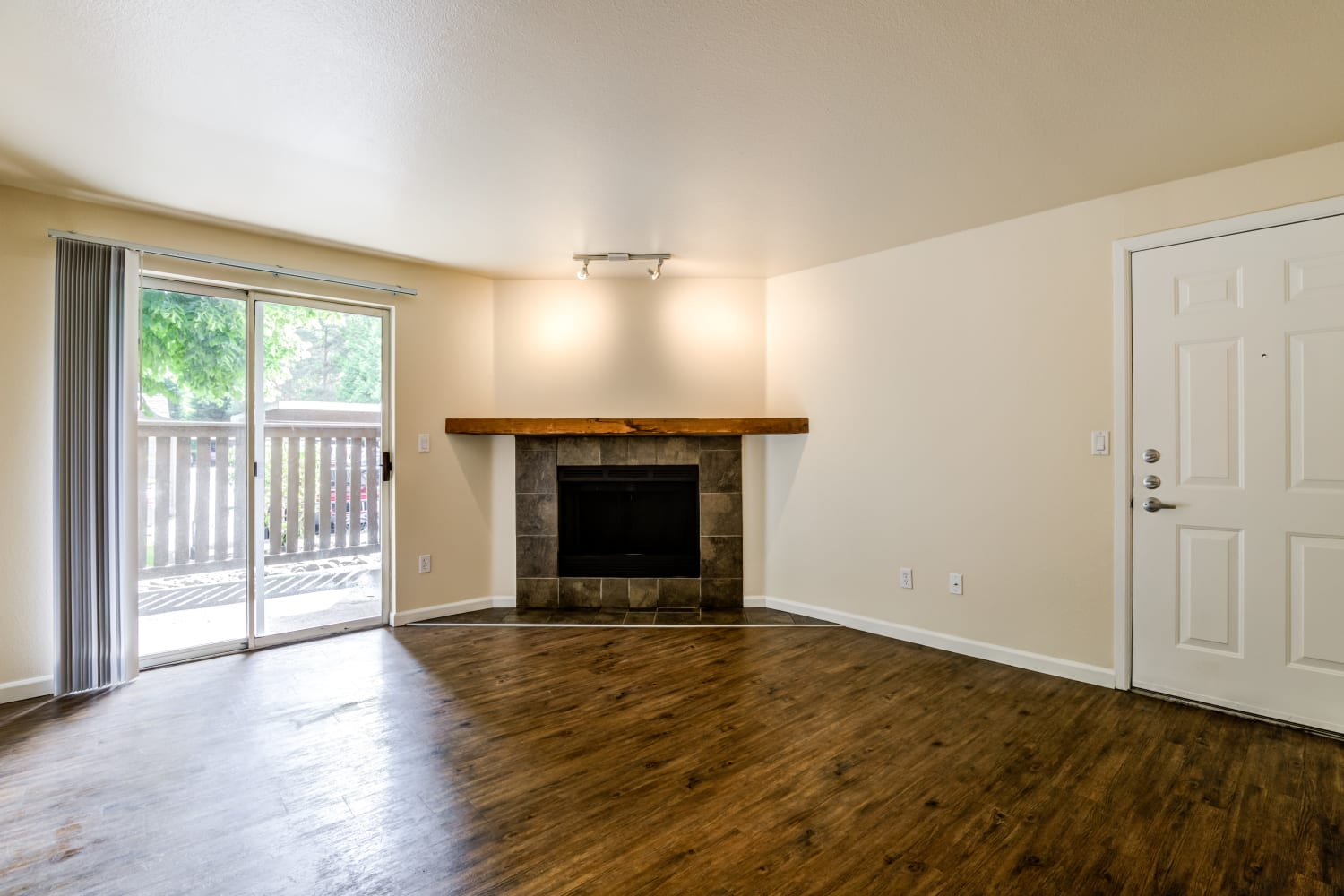 Campbell Run Apartments offers a Living Room featuring a fireplace and hardwood floors in Woodinville, Washington