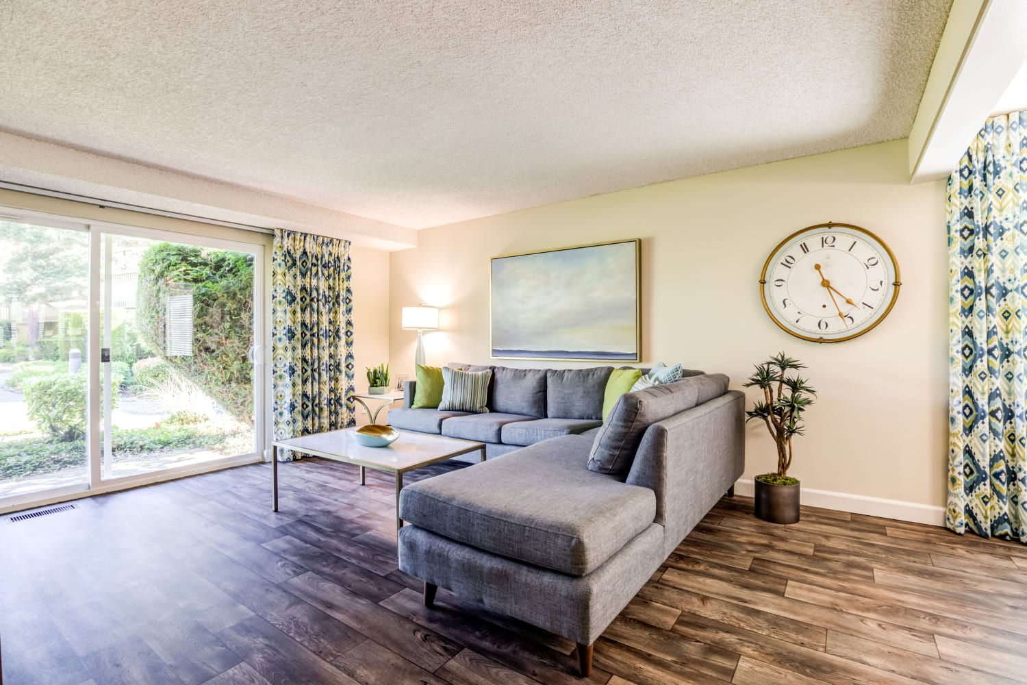 Spacious living room at Edgewood Park Apartments in Bellevue, Washington