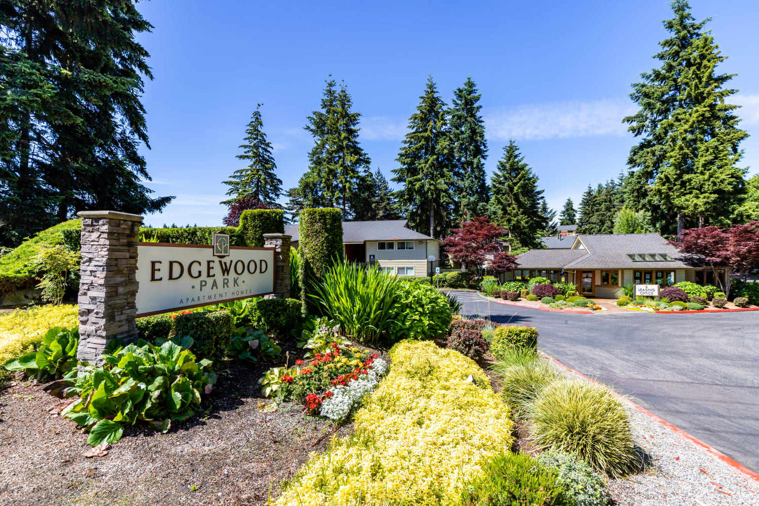 Community sign at entrance to Edgewood Park Apartments in Bellevue, Washington
