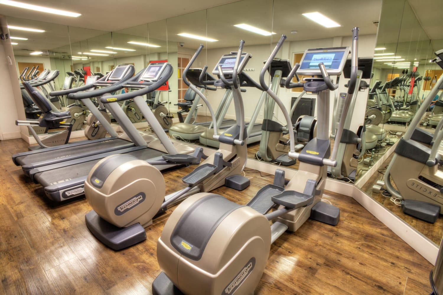 Well-equipped onsite fitness center at Sunset Barrington Gardens in Los Angeles, California