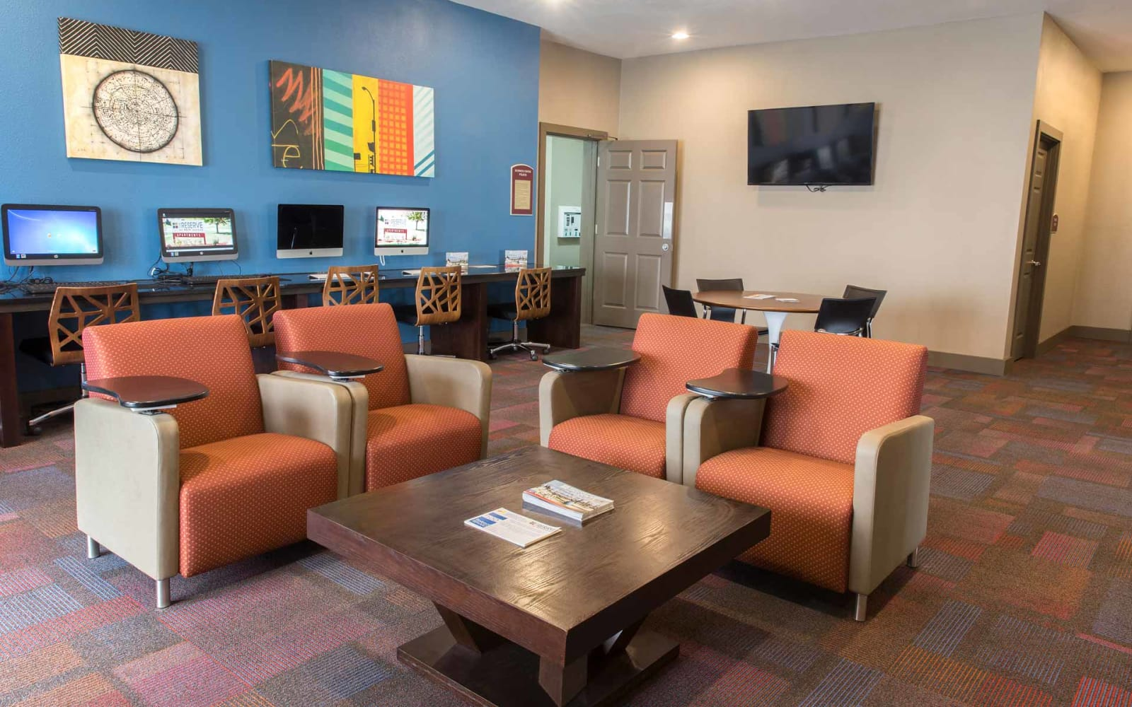 Community computer lounge at Reserve at Kirkwood in Cedar Rapids, Iowa