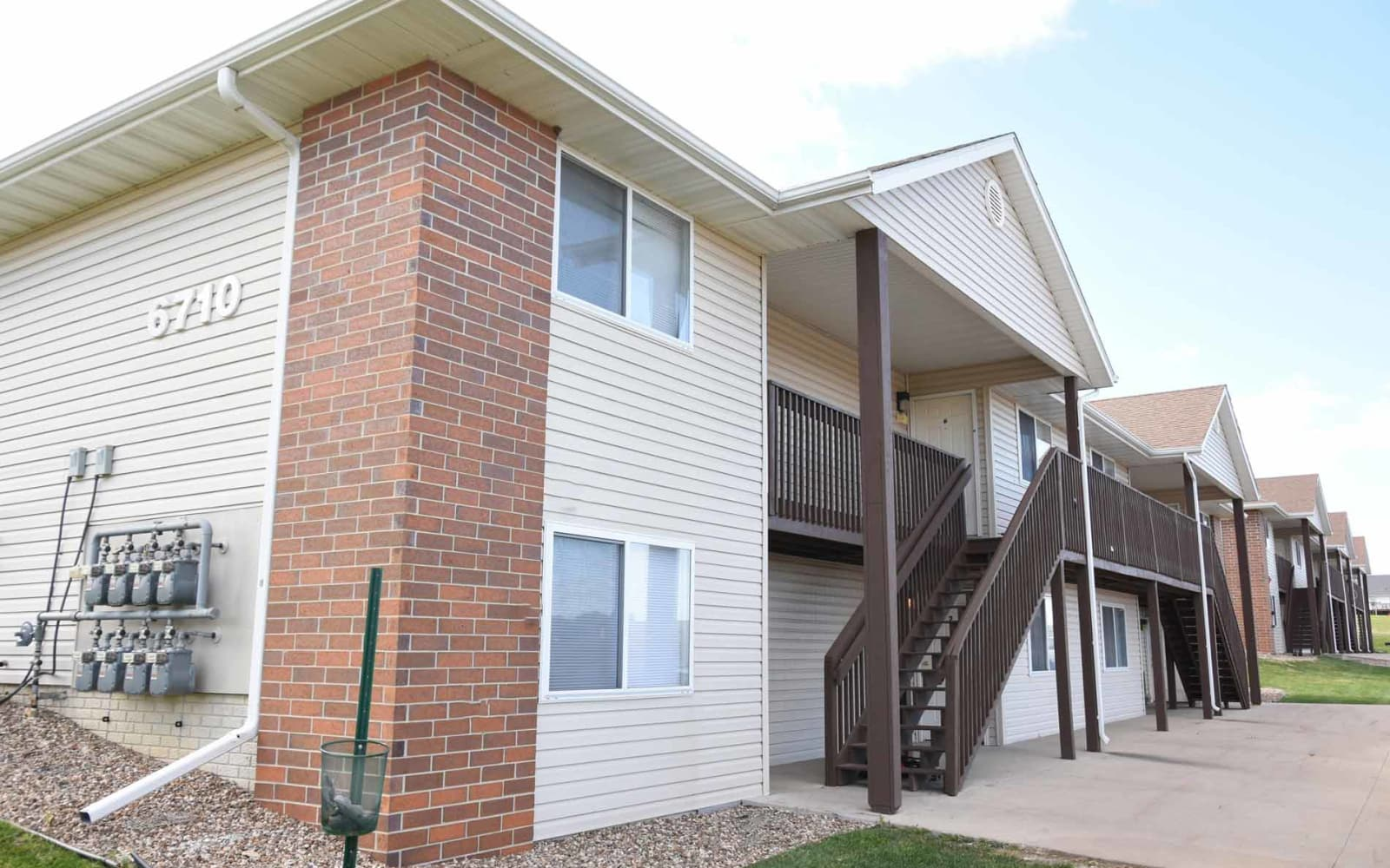 Apartment exterior and stairs at Reserve at Kirkwood in Cedar Rapids, Iowa