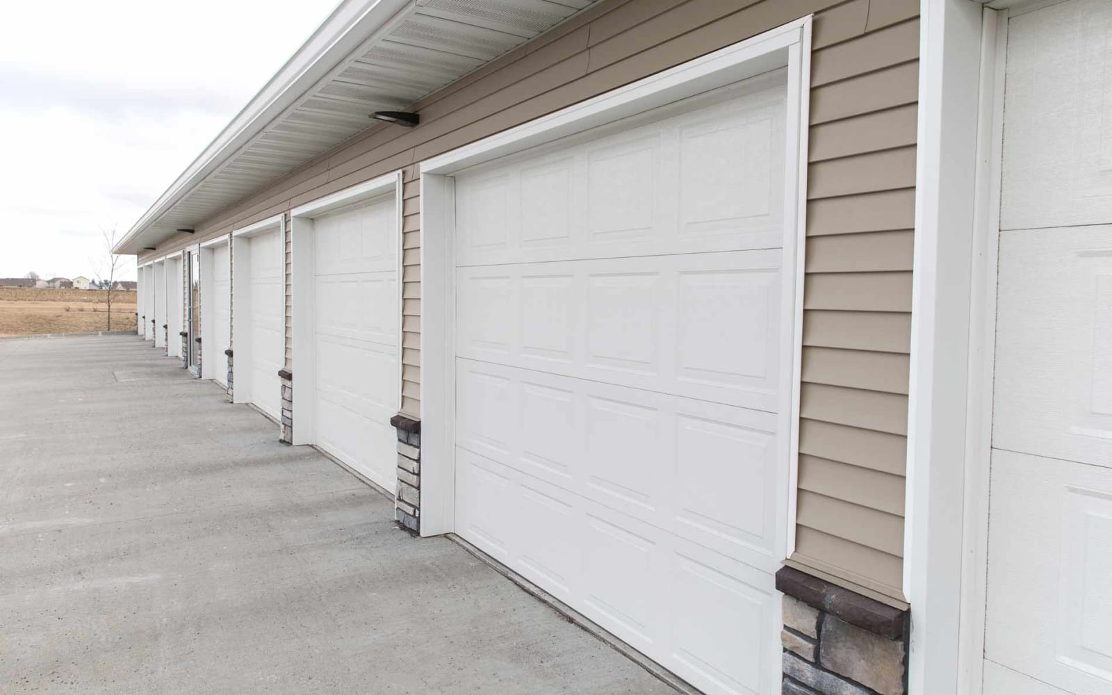 Resident garages at Ironwood in Altoona, Iowa