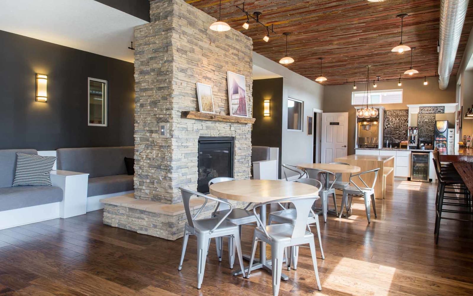 Spacious clubhouse with plenty of seating for residents at Prairie Pointe Student Living in Ankeny, Iowa