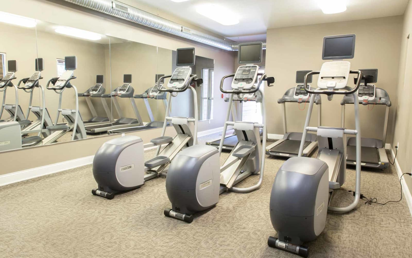 Prairie Pointe Student Living in Ankeny, Iowa offers a gym for residents