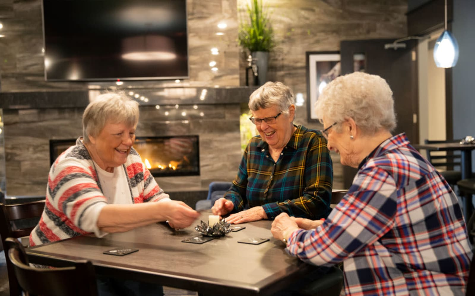 Attivo Trail residents playing cards in lounge
