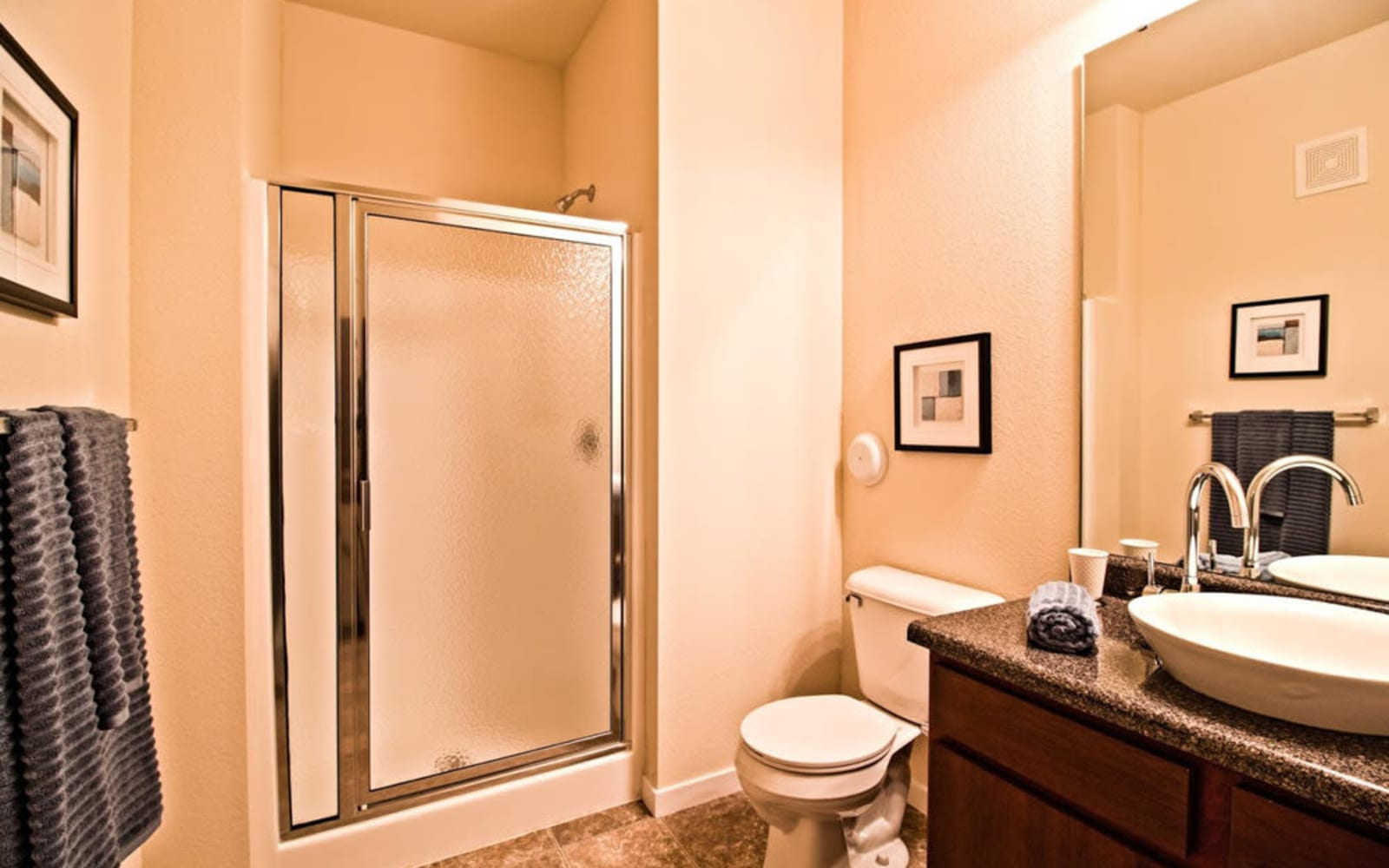 Large bathrooms at Aventura at Mid Rivers in Saint Charles, Missouri.