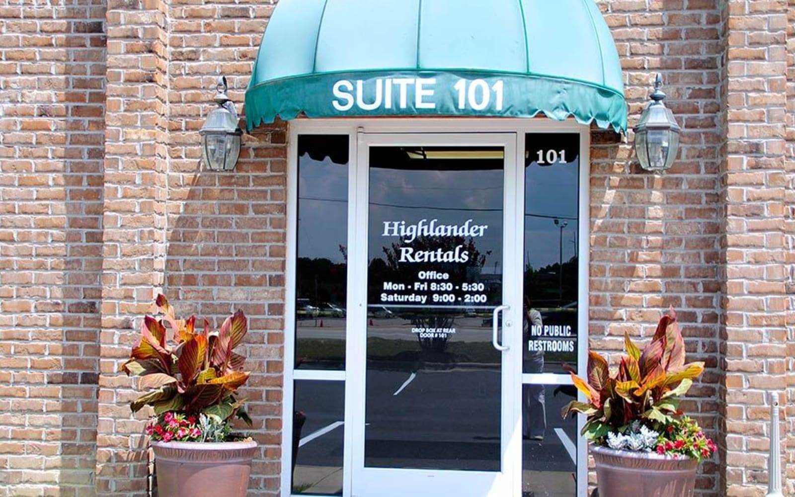 Welcoming front entrance at Highlander Apartments in Fayetteville, North Carolina