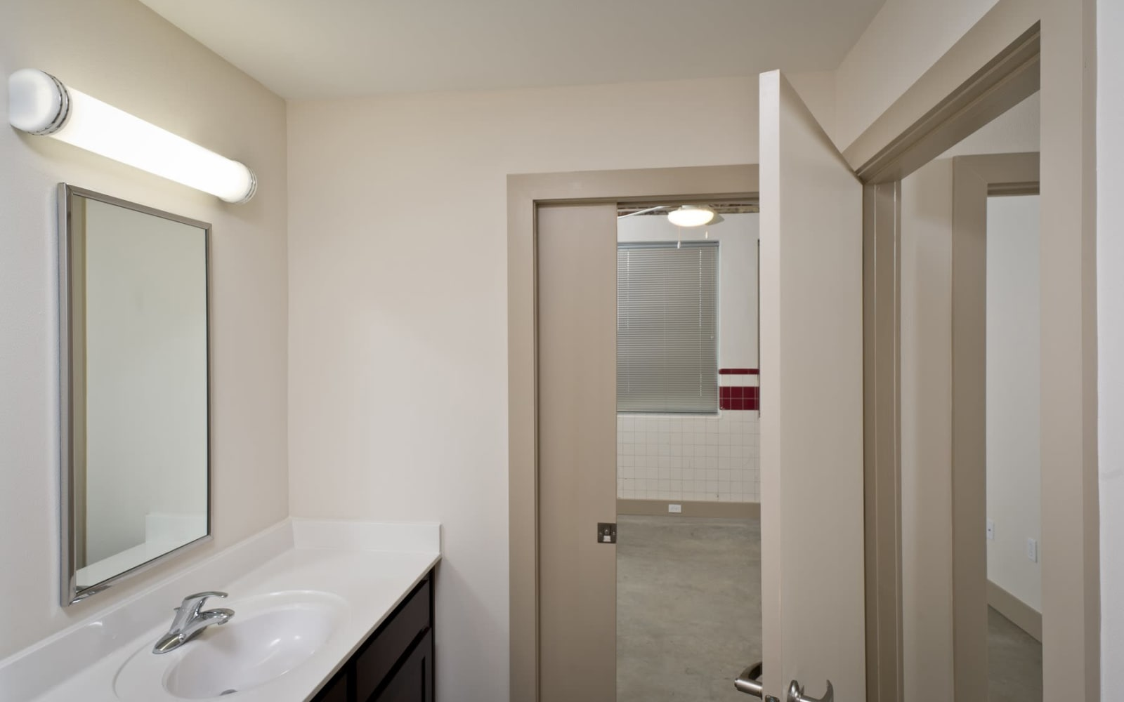 Bright, clean bathroom at Gold Seal Lofts in New Orleans, Louisiana