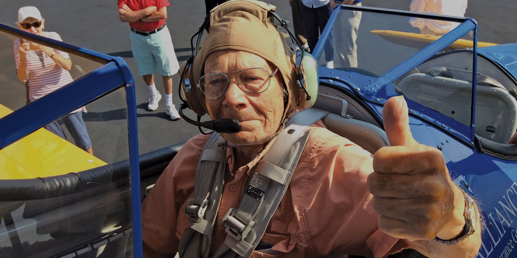 A resident of Hawthorn Senior Living in Vancouver, Washington giving a thumbs up before a flight.