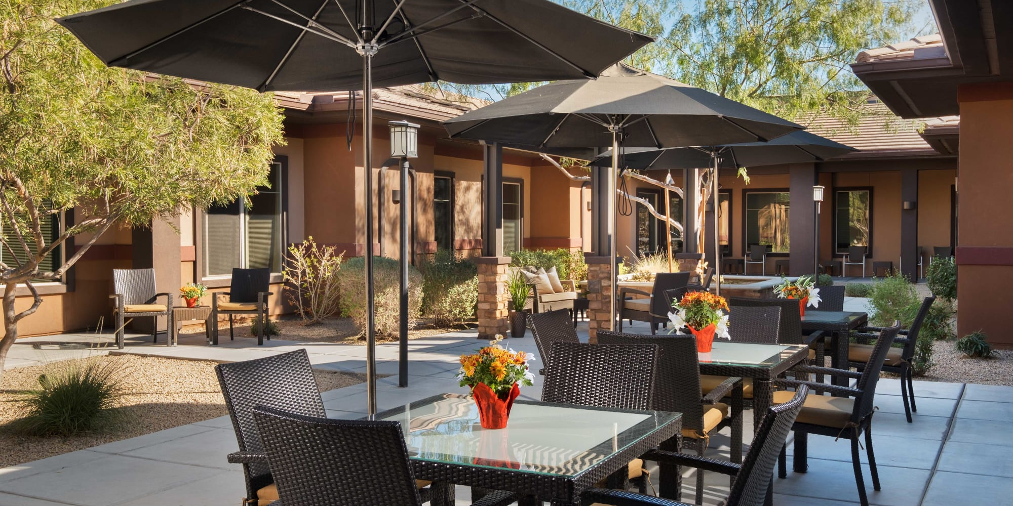 An outdoor dining area at Avenir Senior Living in Scottsdale, Arizona