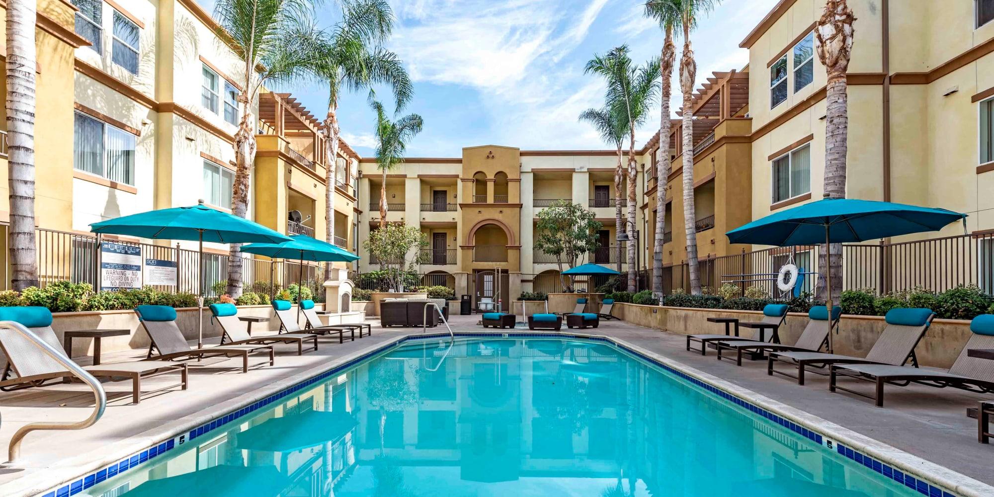 Apartments in Chatsworth, California, at Sofi at Topanga Canyon