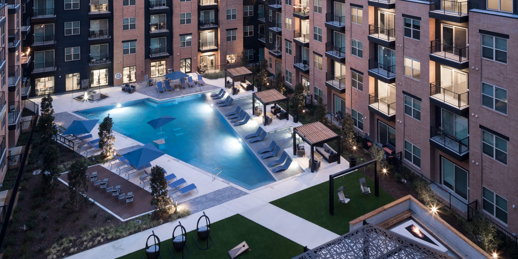 Alta Trinity Green in Dallas. TX offers a swimming pool