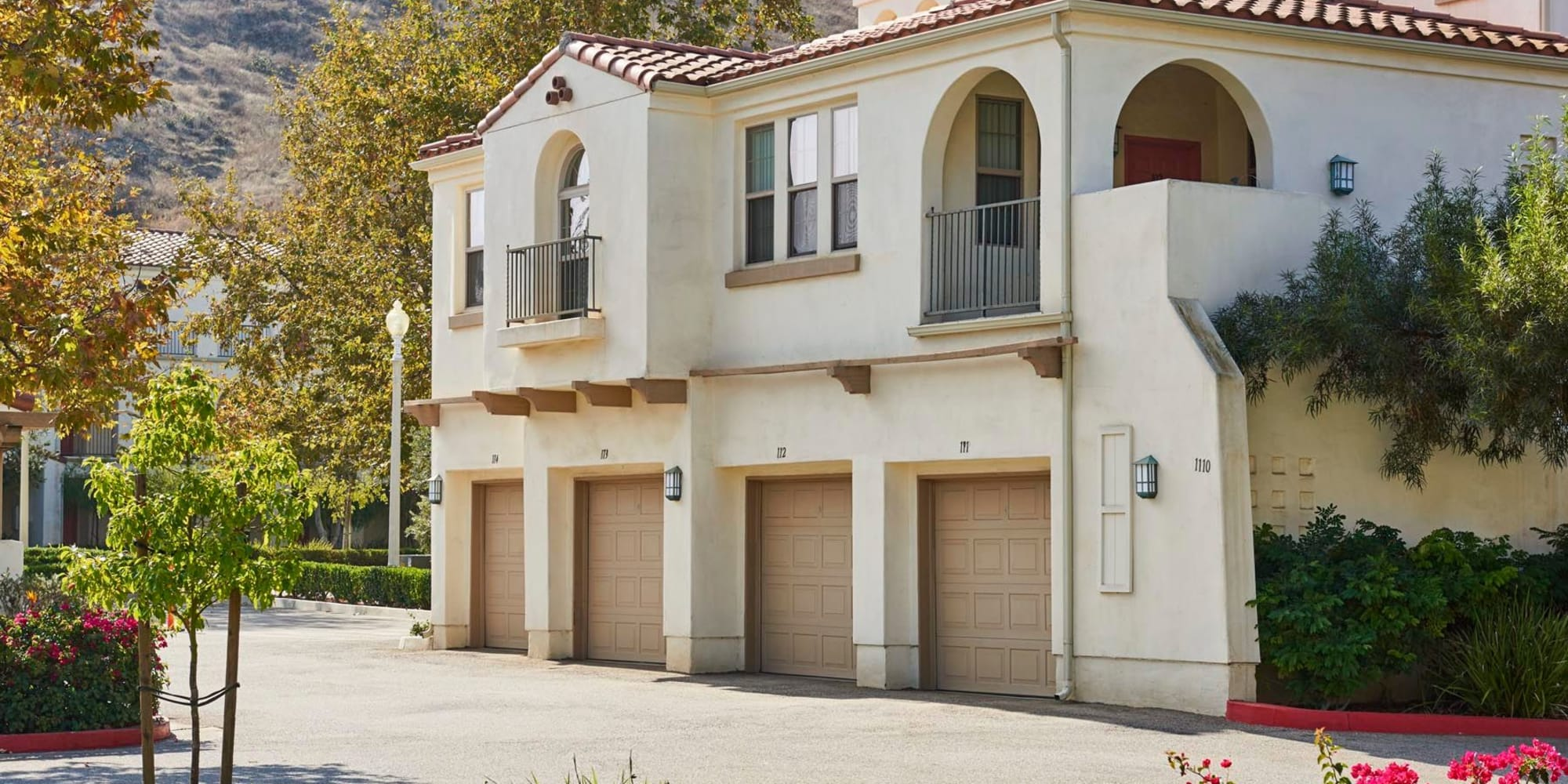 Private garages available at Mission Hills in Camarillo, California