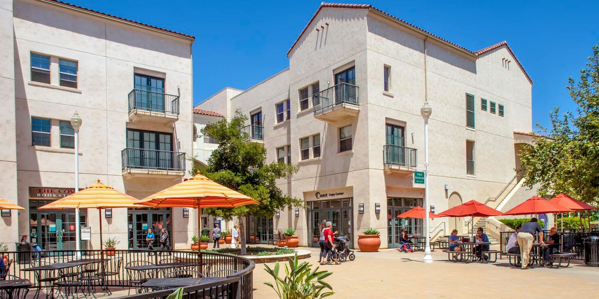 Gorgeous day in the retail courtyard at Mission Hills in Camarillo, California