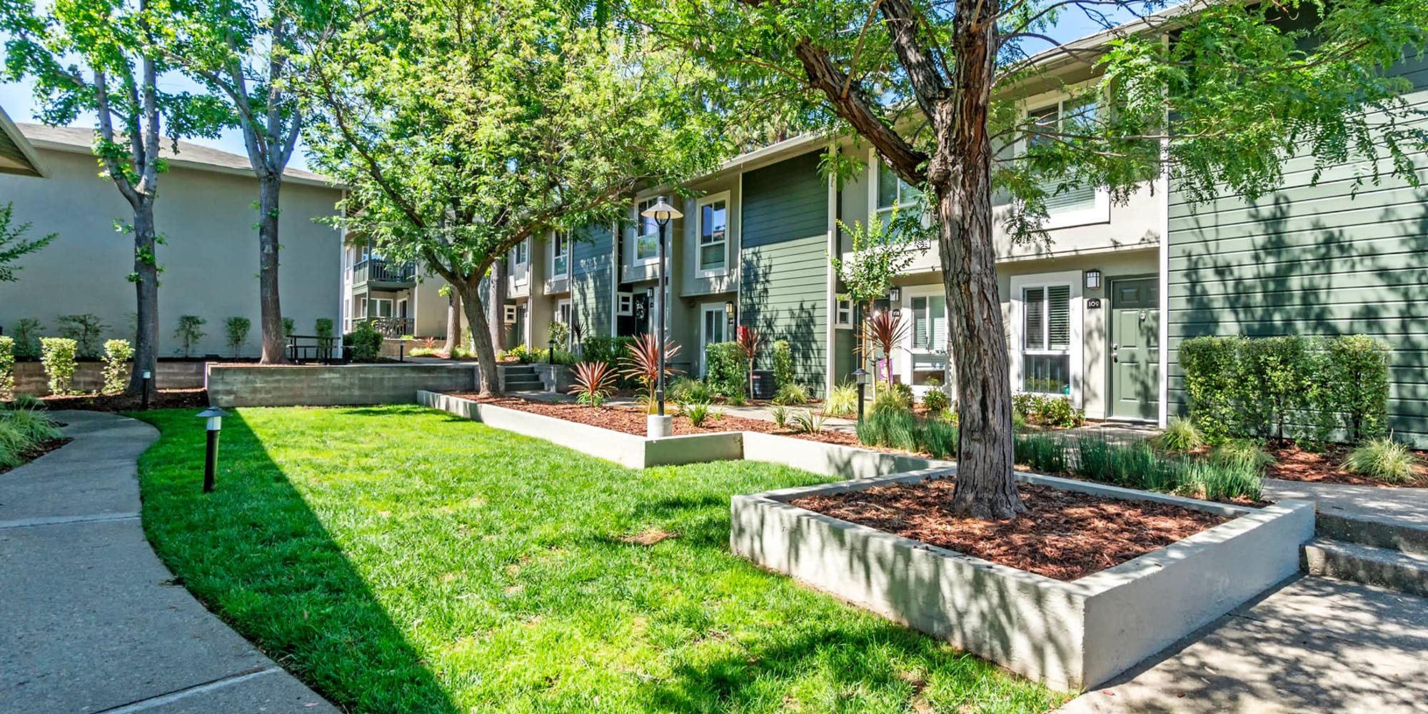 Well-manicured landscaping at an exterior courtyard at Pleasanton Glen Apartment Homes in Pleasanton, California