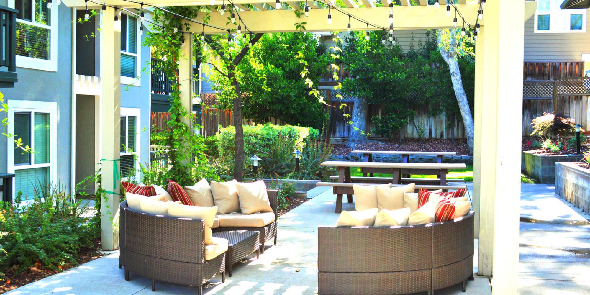 Comfortable seating at an outdoor lounge area at Pleasanton Glen Apartment Homes in Pleasanton, California