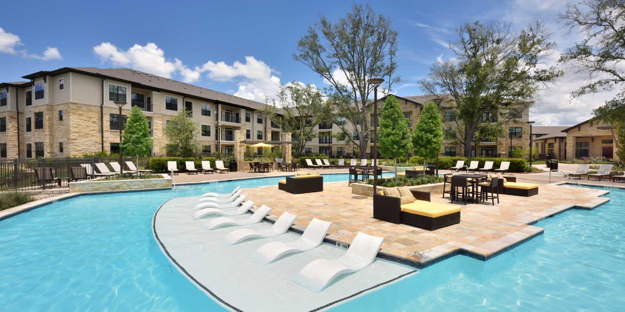 Apartments at Olympus Falcon Landing in Katy, Texas