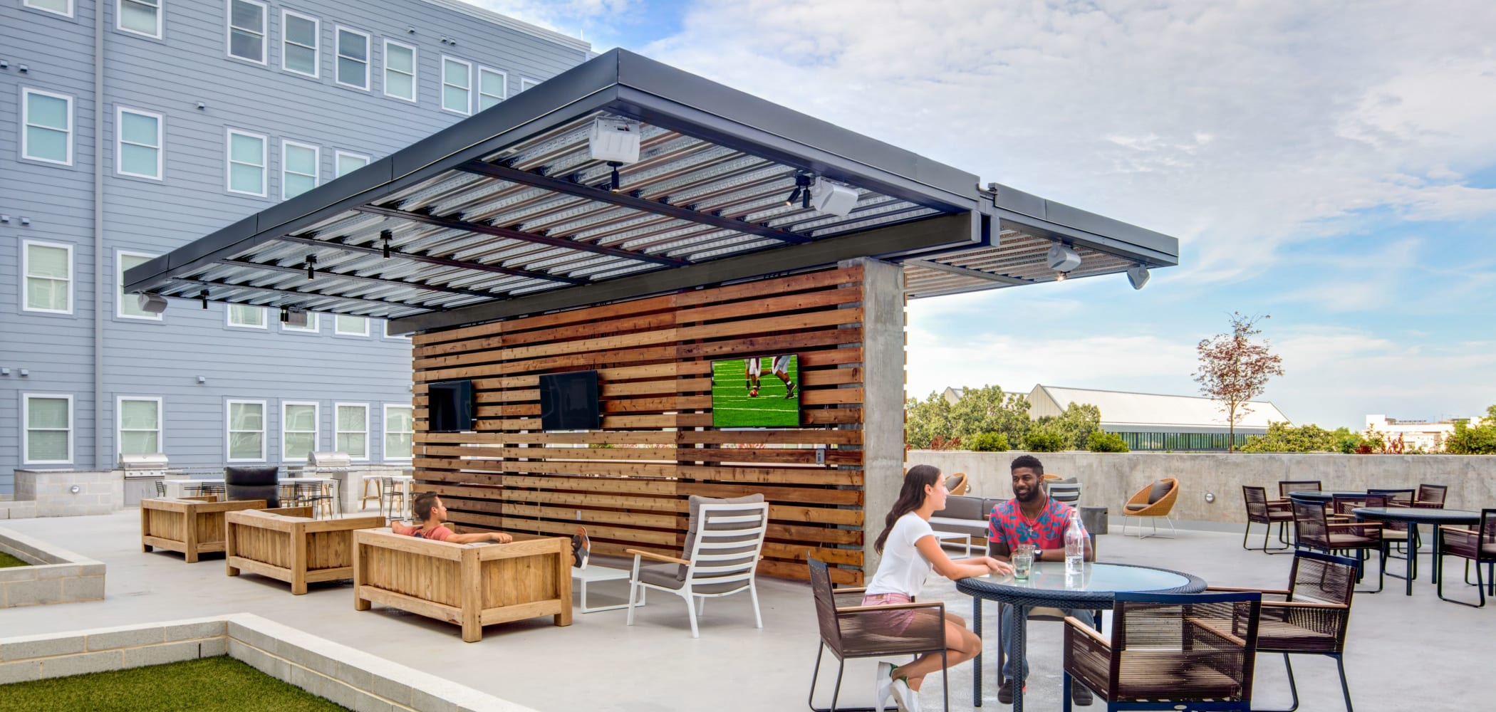 Outdoor lounge with a TV at UNCOMMON Athens in Athens, Georgia