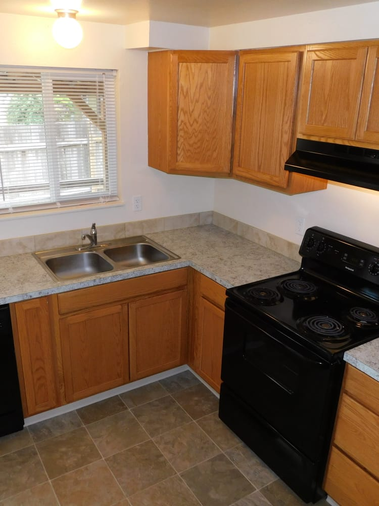Well Equipped Kitchen at Oakwood Terrace in Lebanon, OR