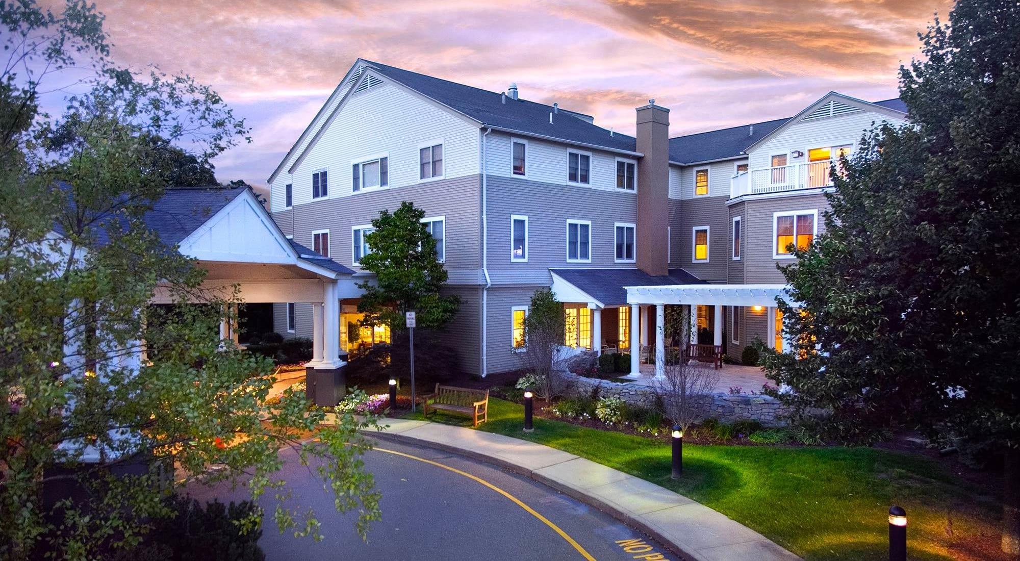 Senior living at Maplewood at Orange in Orange, Connecticut