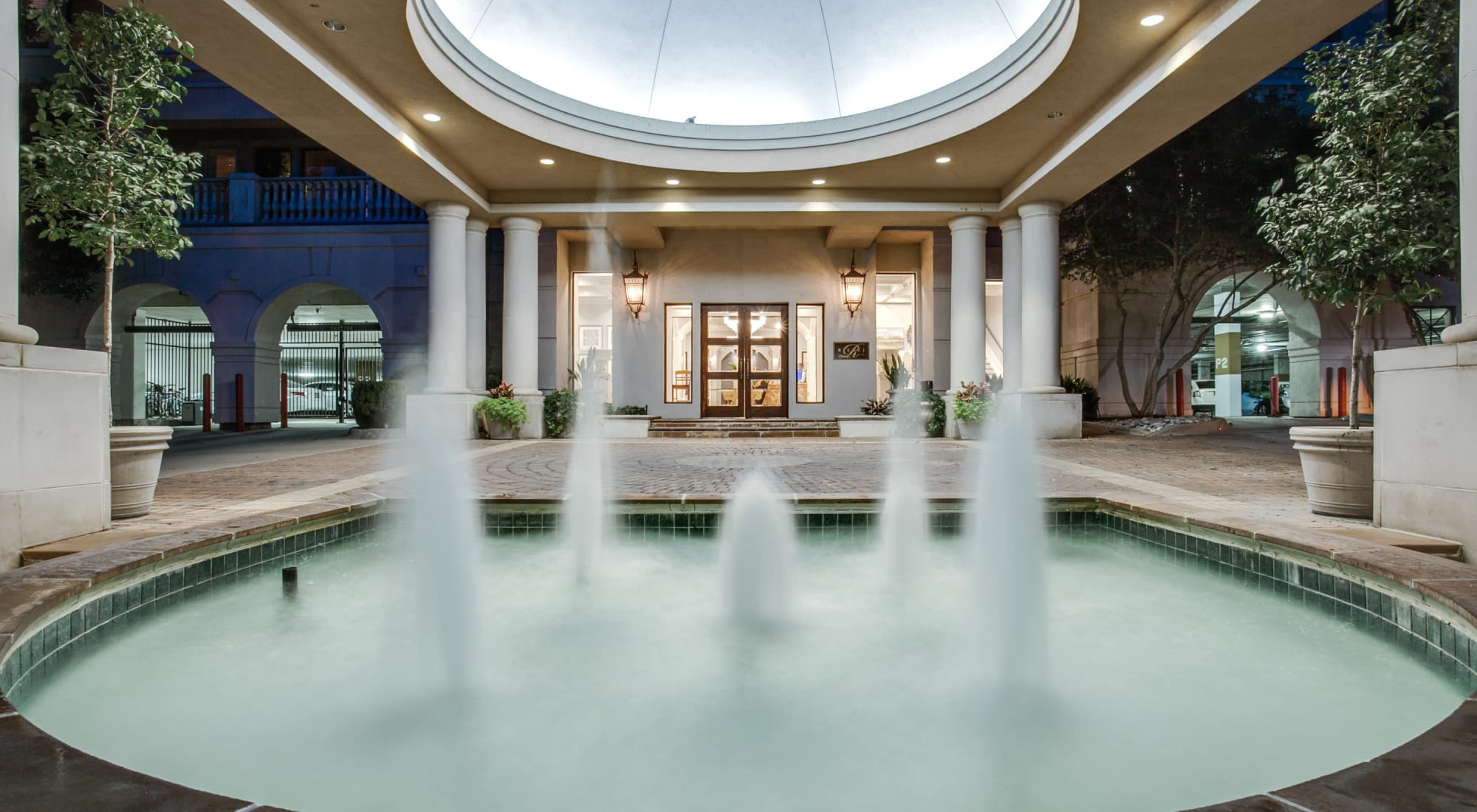 Beautiful fountain feature at Rienzi at Turtle Creek Apartments