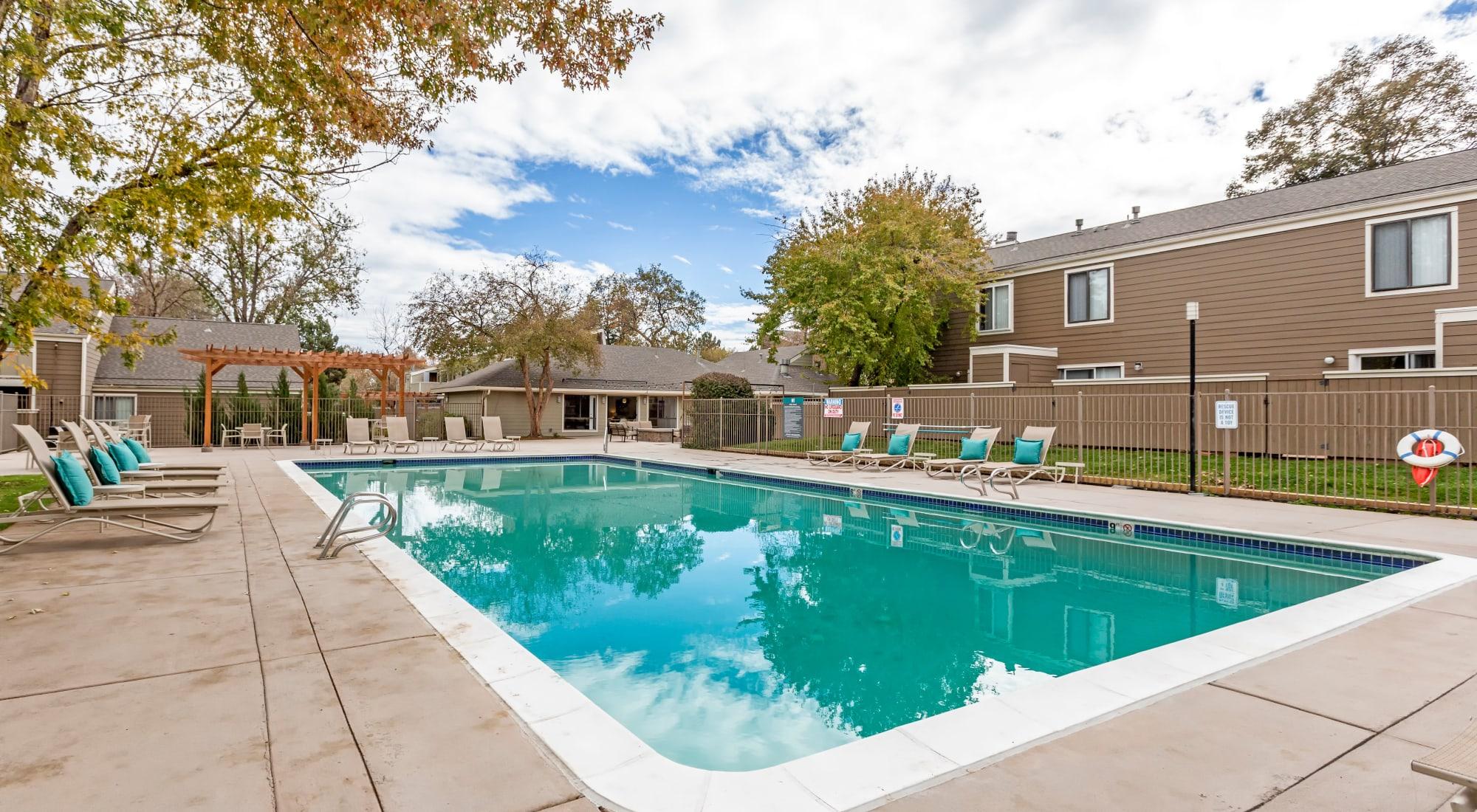 Apartments at The Ranch at Bear Creek Apartments & Townhomes in Lakewood, Colorado