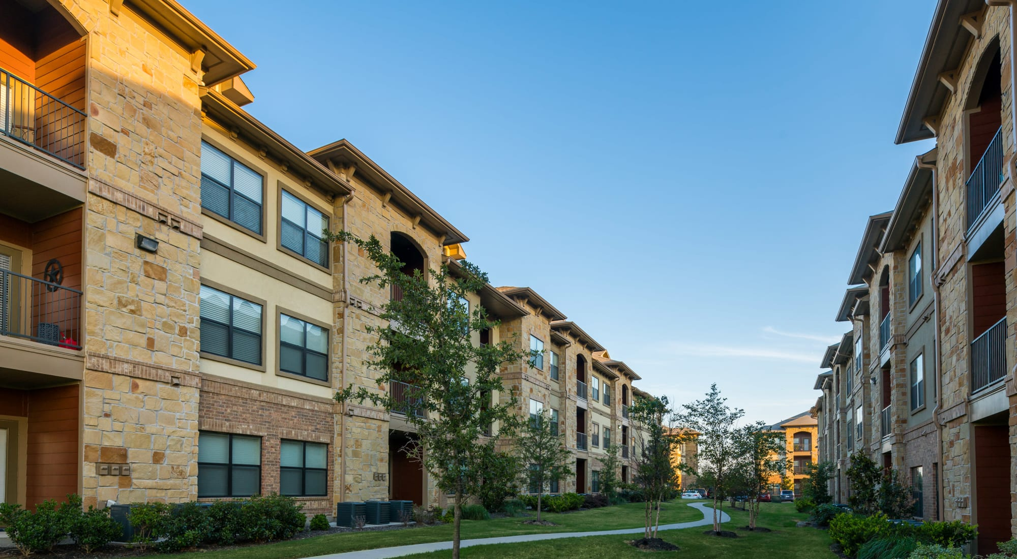 Apartments at Sorrel Phillips Creek Ranch in Frisco Texas