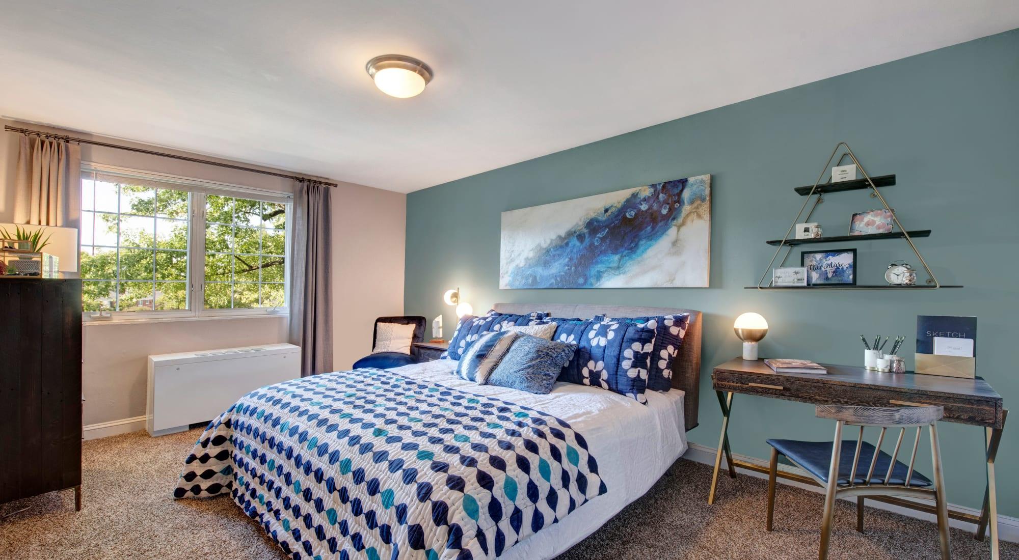 Schedule your tour of Braddock Lee Apartments in Alexandria, Virginia