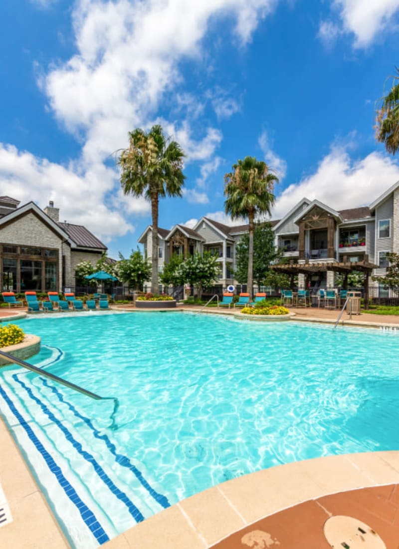 View our amenities at Marquis at Sugar Land in Sugar Land, Texas