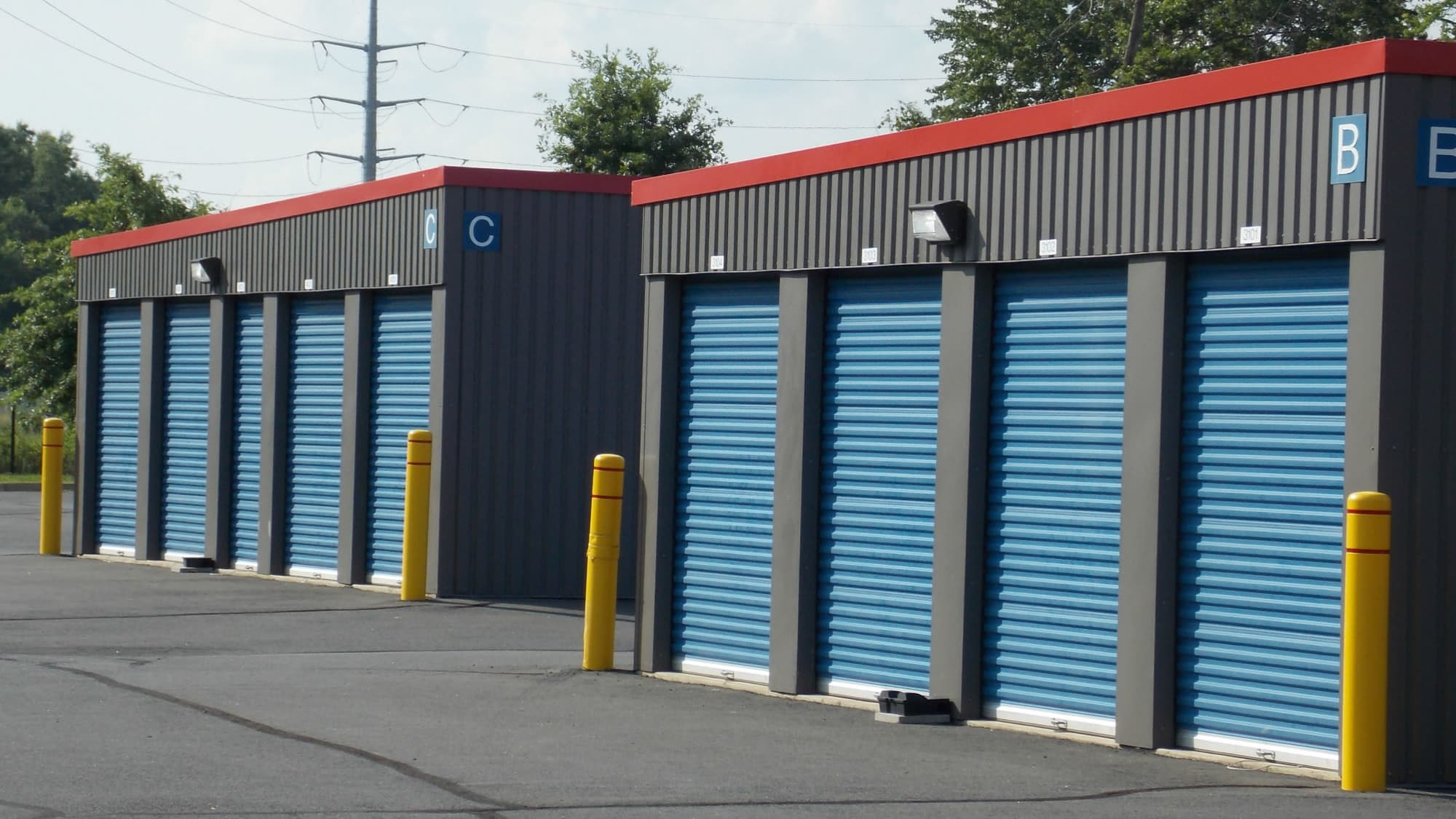 Drive-up units at Self Storage Plus in Manassas, VA