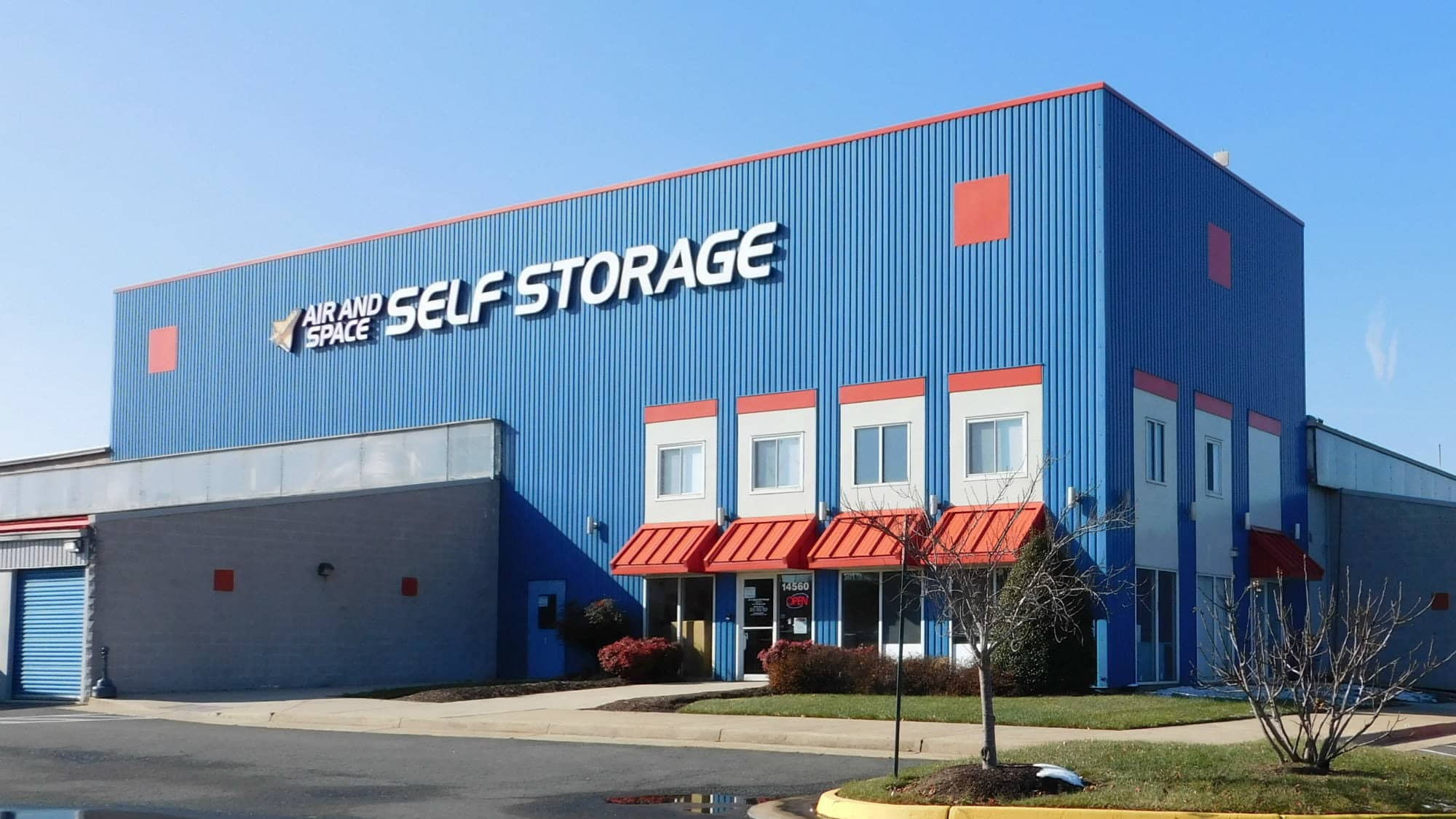 Front view of Air and Space Self Storage in Chantilly, VA