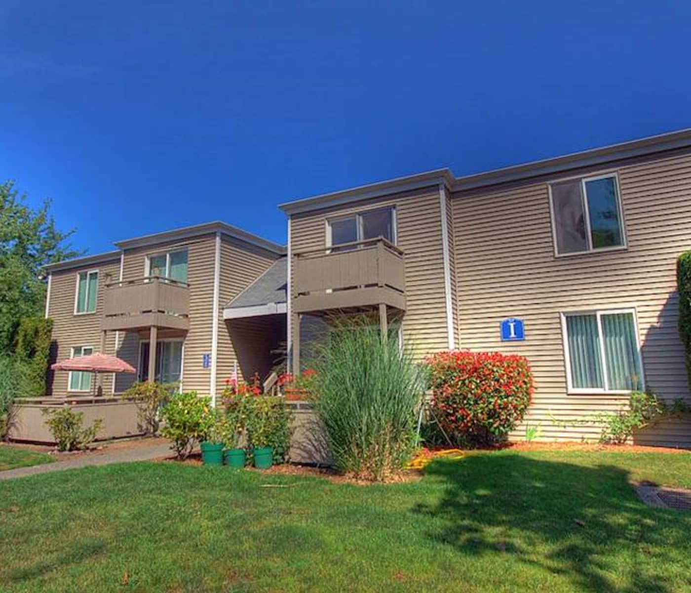 Exterior view of Cottage Bay Apartment Homes in Bremerton, WA