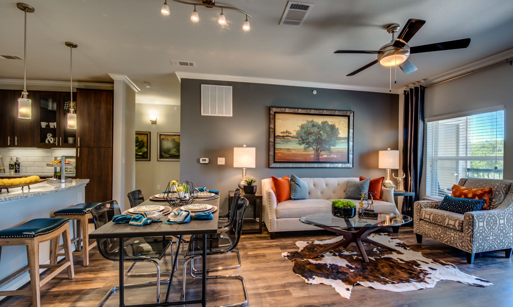 The Abbey at Dominion Crossing offers a beautiful living room in San Antonio, TX