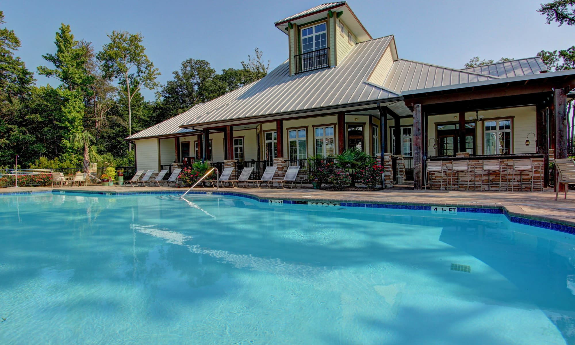 Beautiful swimming pool at Panther Effingham Parc Apartments in Rincon, GA.