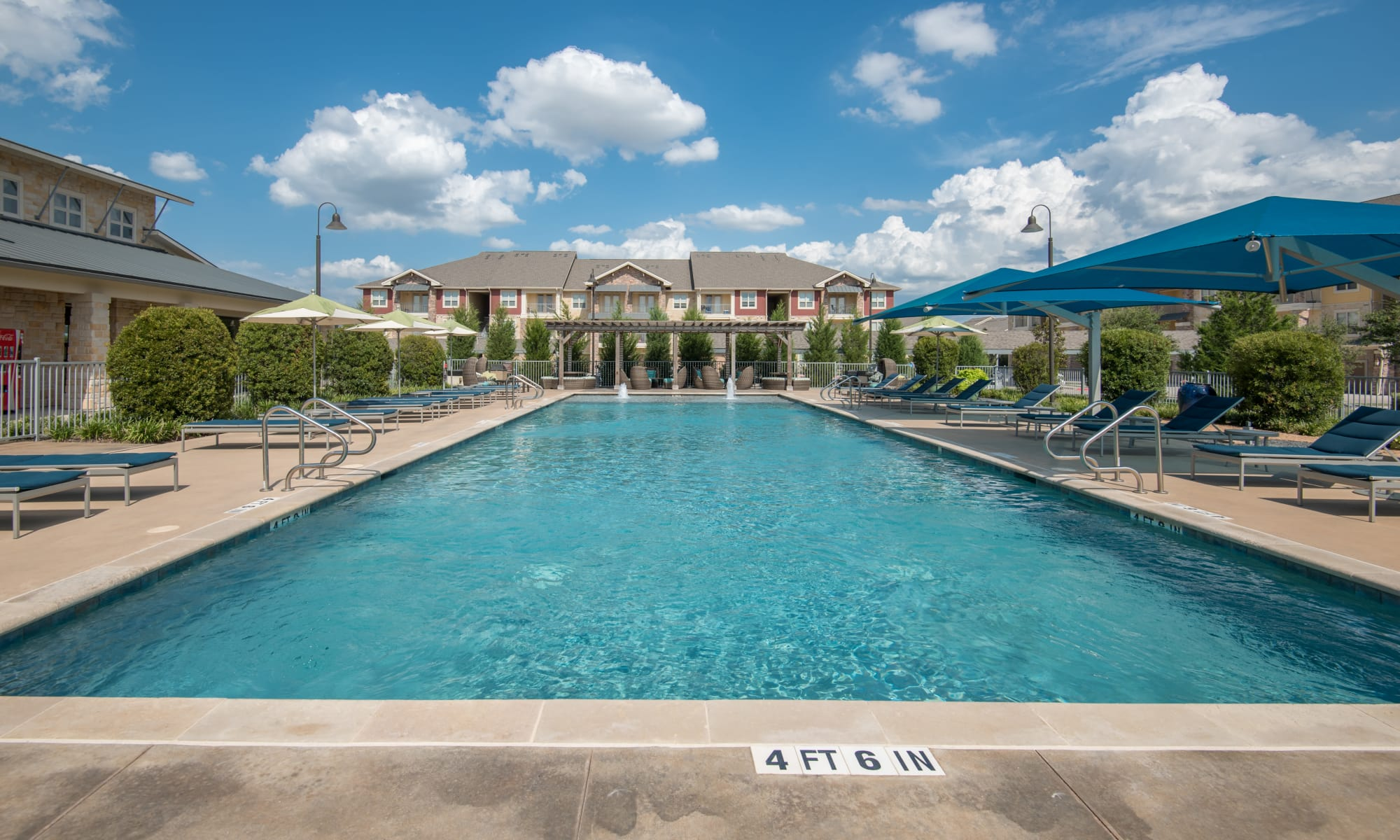 Apartments at Estates of Richardson in Richardson, Texas