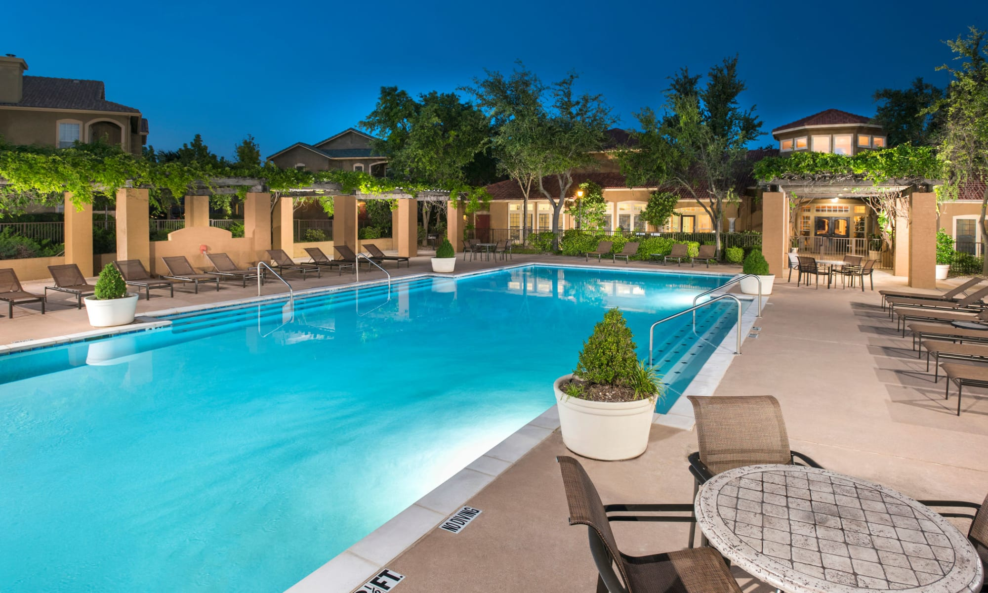 Apartments at Estates on Frankford in Dallas, Texas
