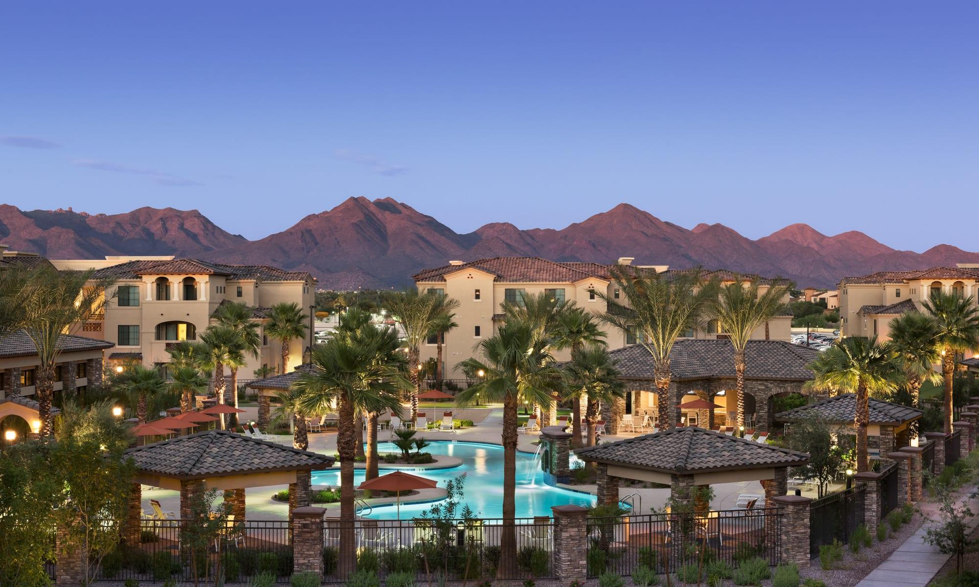 San Milan offers a luxury swimming pool in Phoenix, Arizona