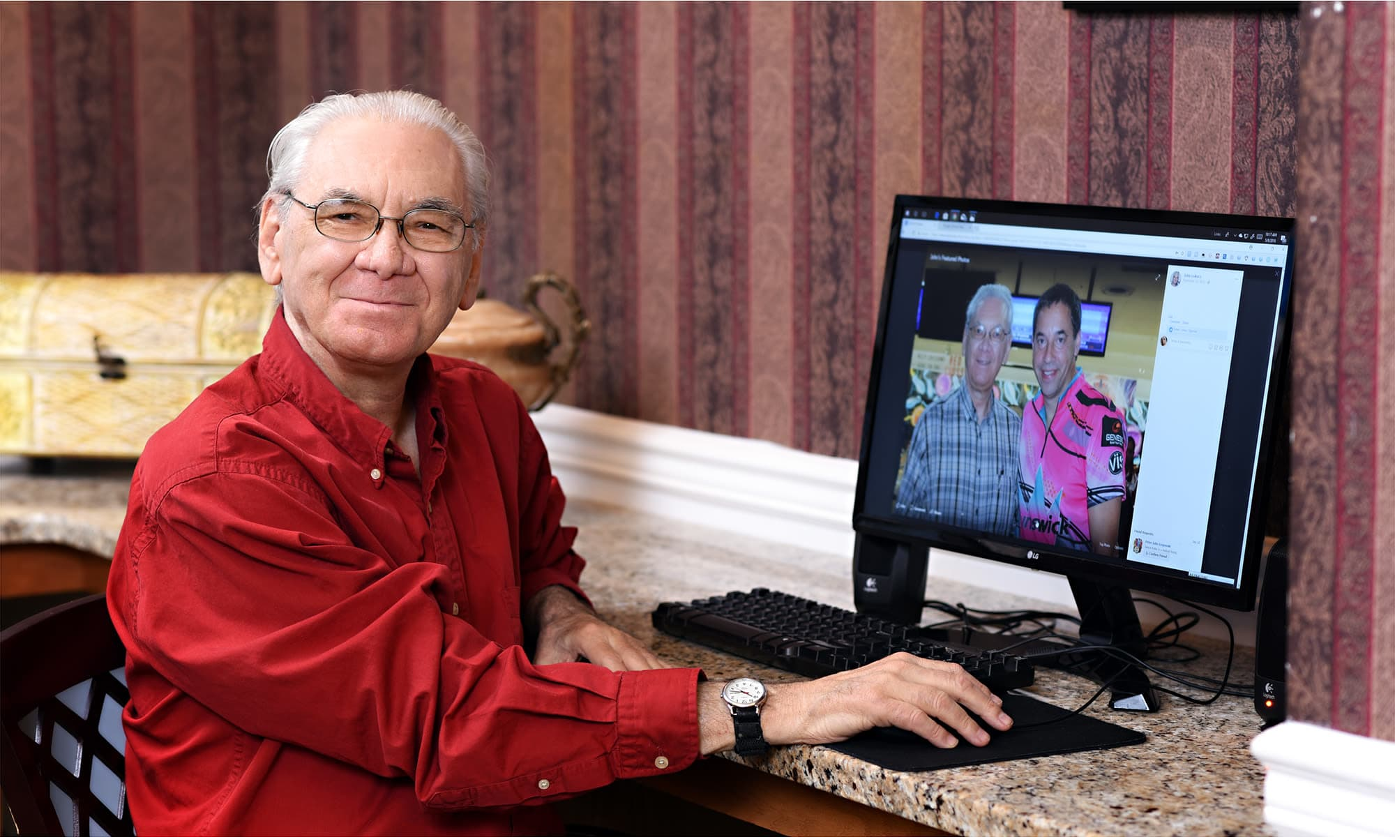 Senior living resident using the computer at Mattison Crossing at Manalapan Avenue in Freehold, New Jersey.