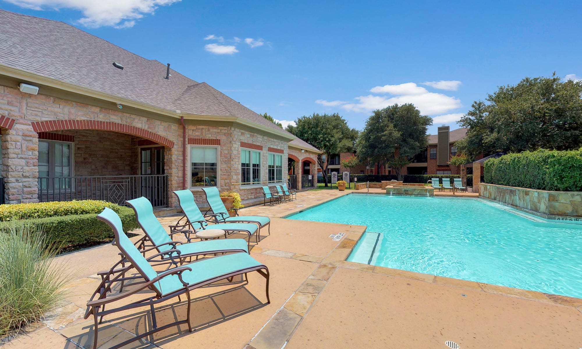 Apartments at Oaks Riverchase in Coppell, Texas