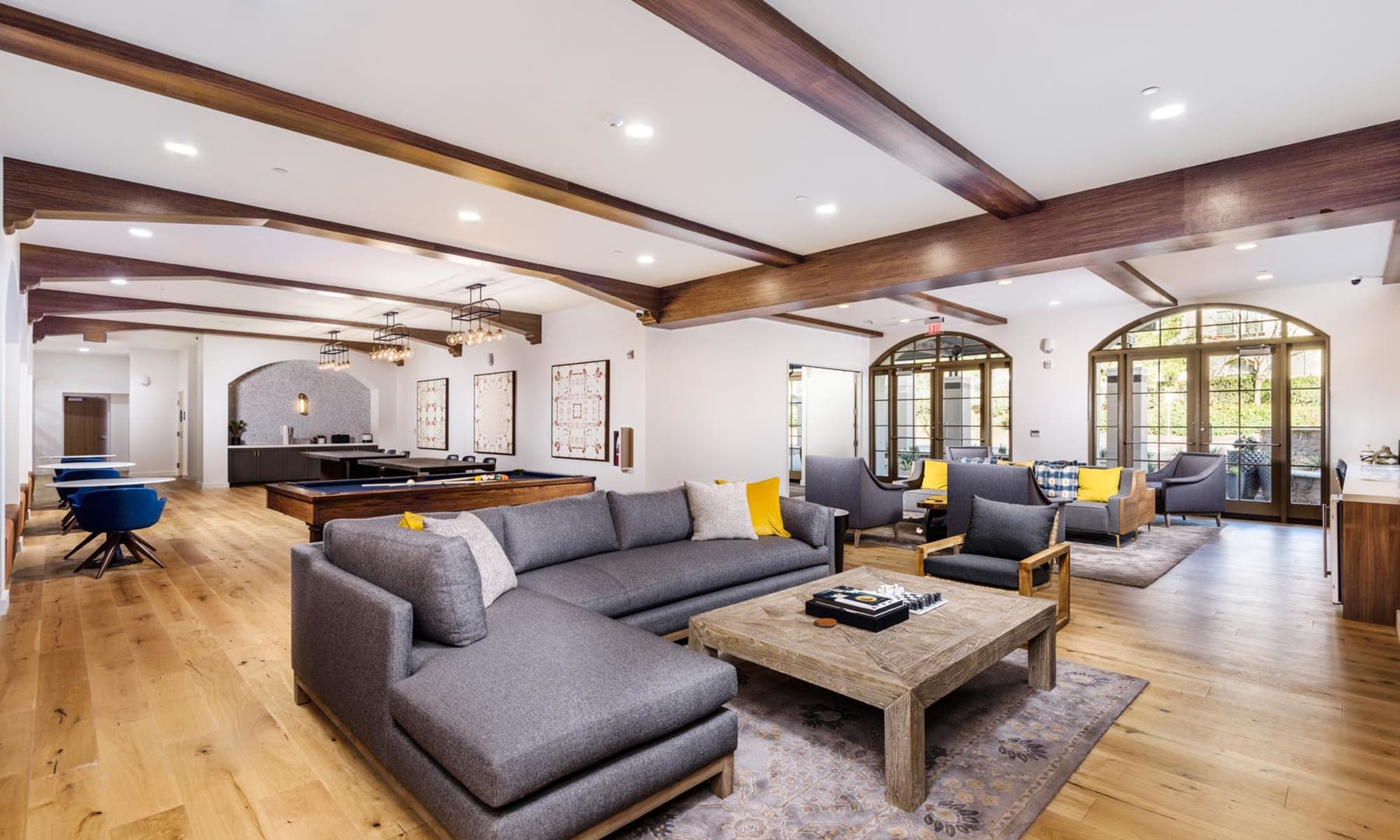 Expansive and well-furnished resident clubhouse lounge at Mission Hills in Camarillo, California