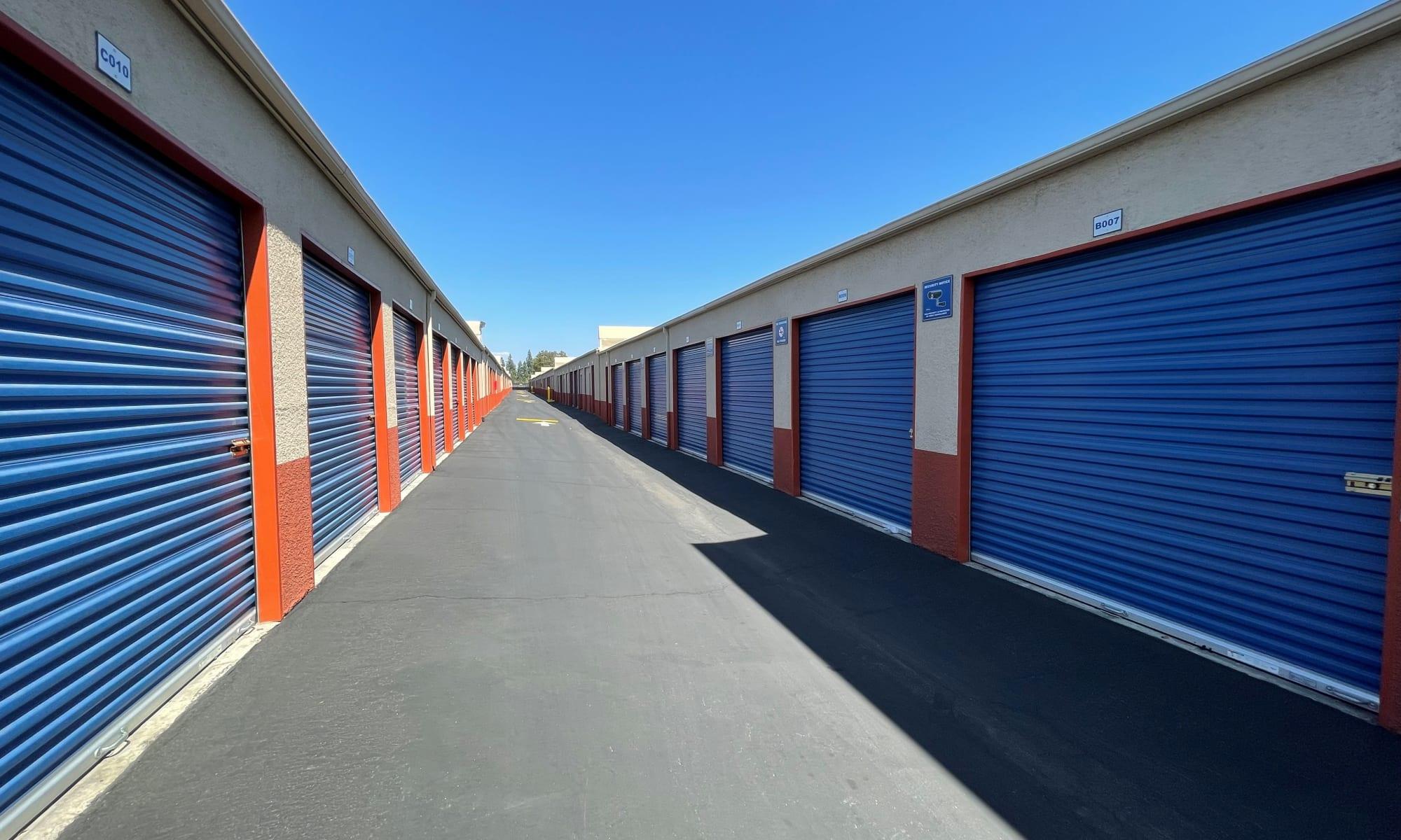 Self storage in Pomona California