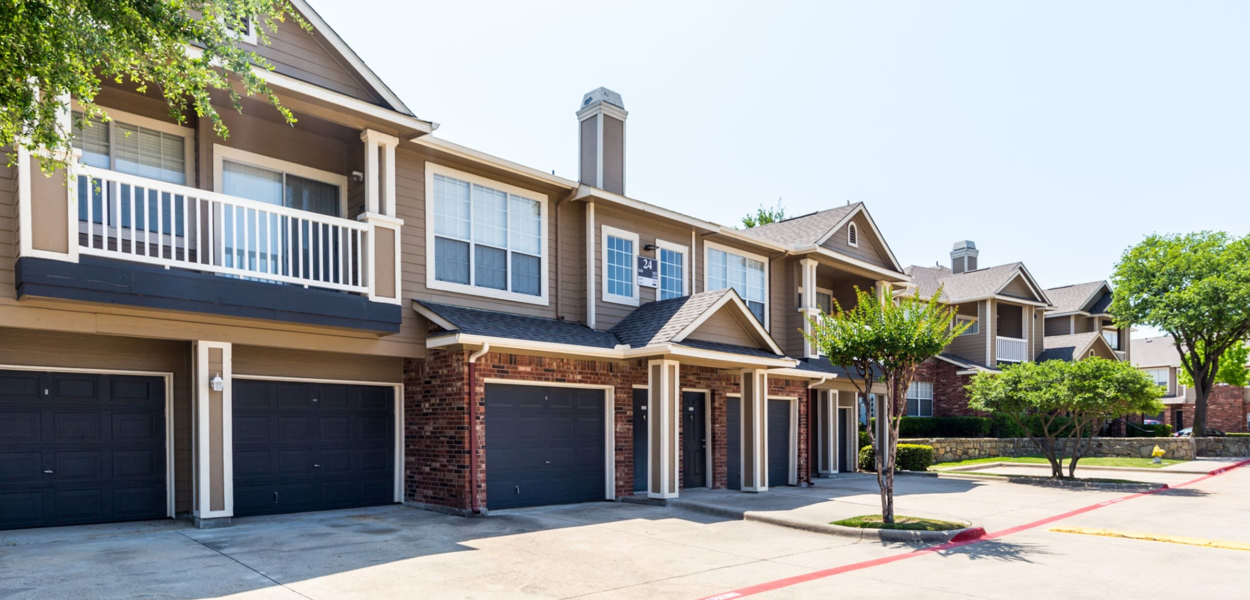 Exterior apartment with garage Marquis at Stonebriar in Frisco, Texas
