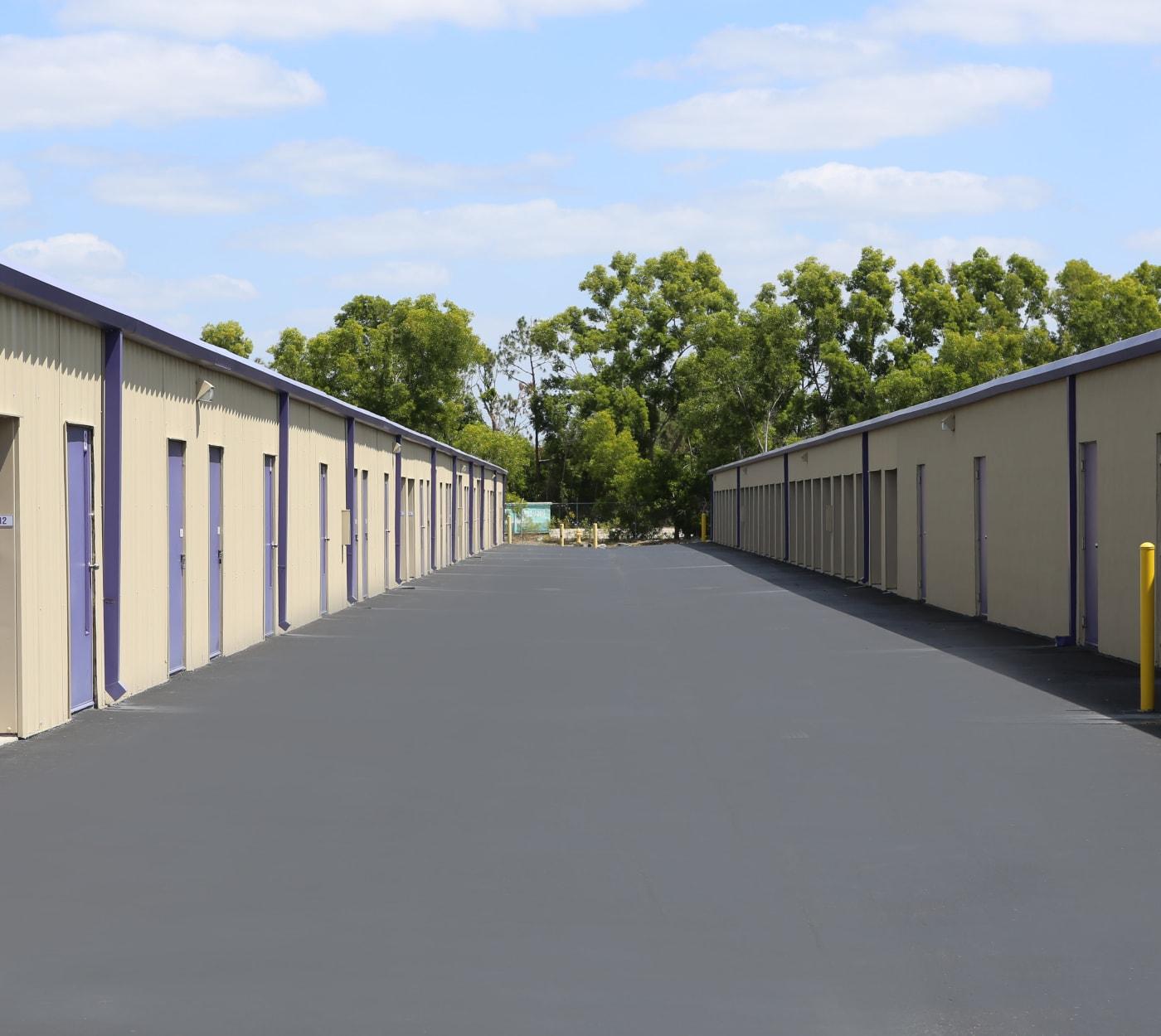 Large driveway at Midgard Self Storage in Jacksonville, Florida