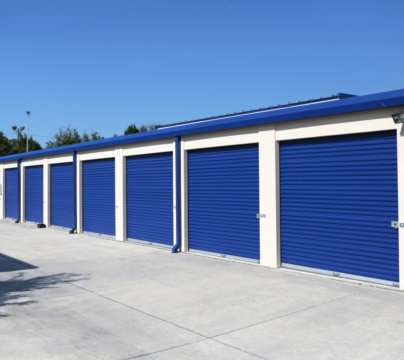 Exterior units at Midgard Self Storage in Lutz, Florida