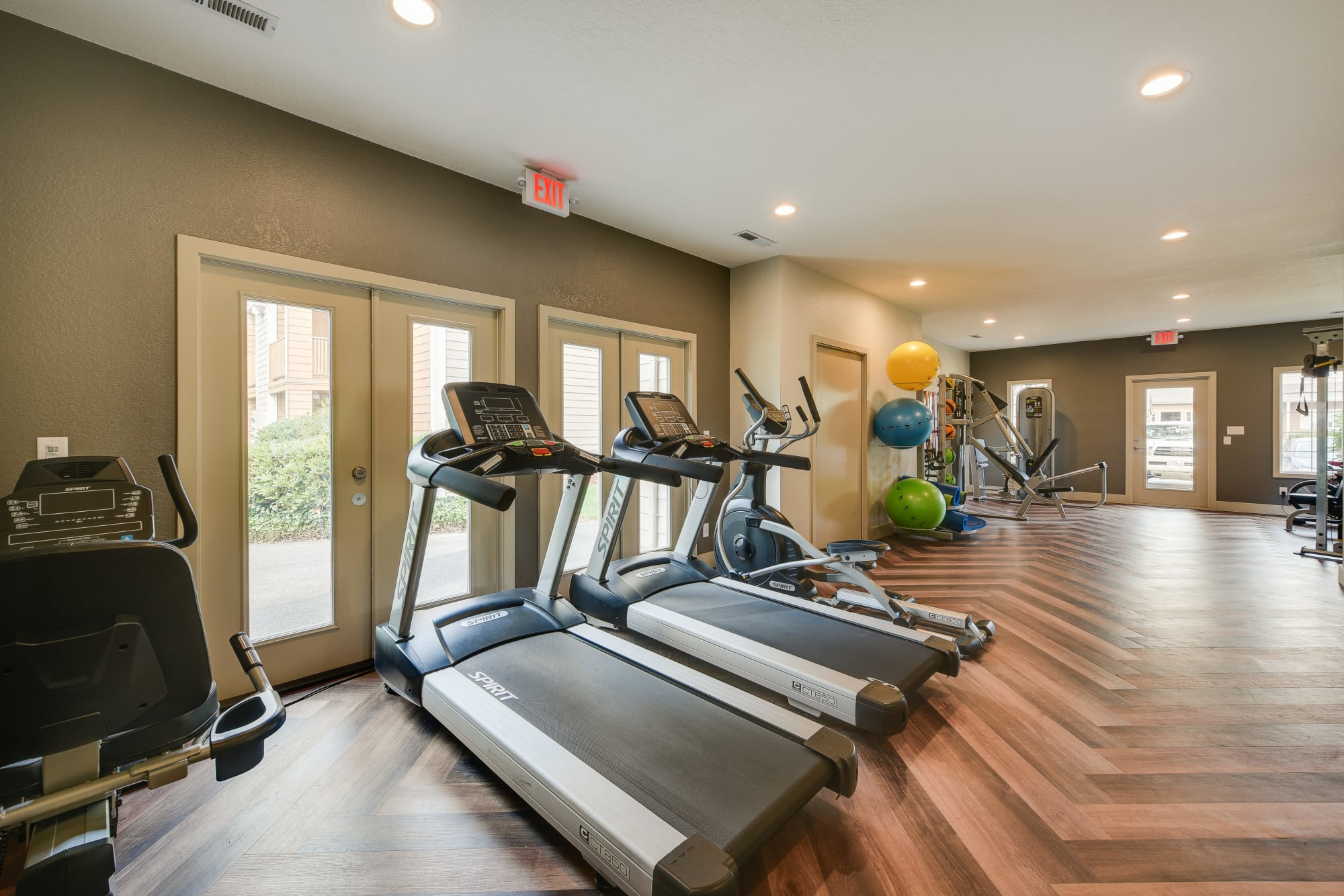 fully featured fitness center at Carriage House Apartments