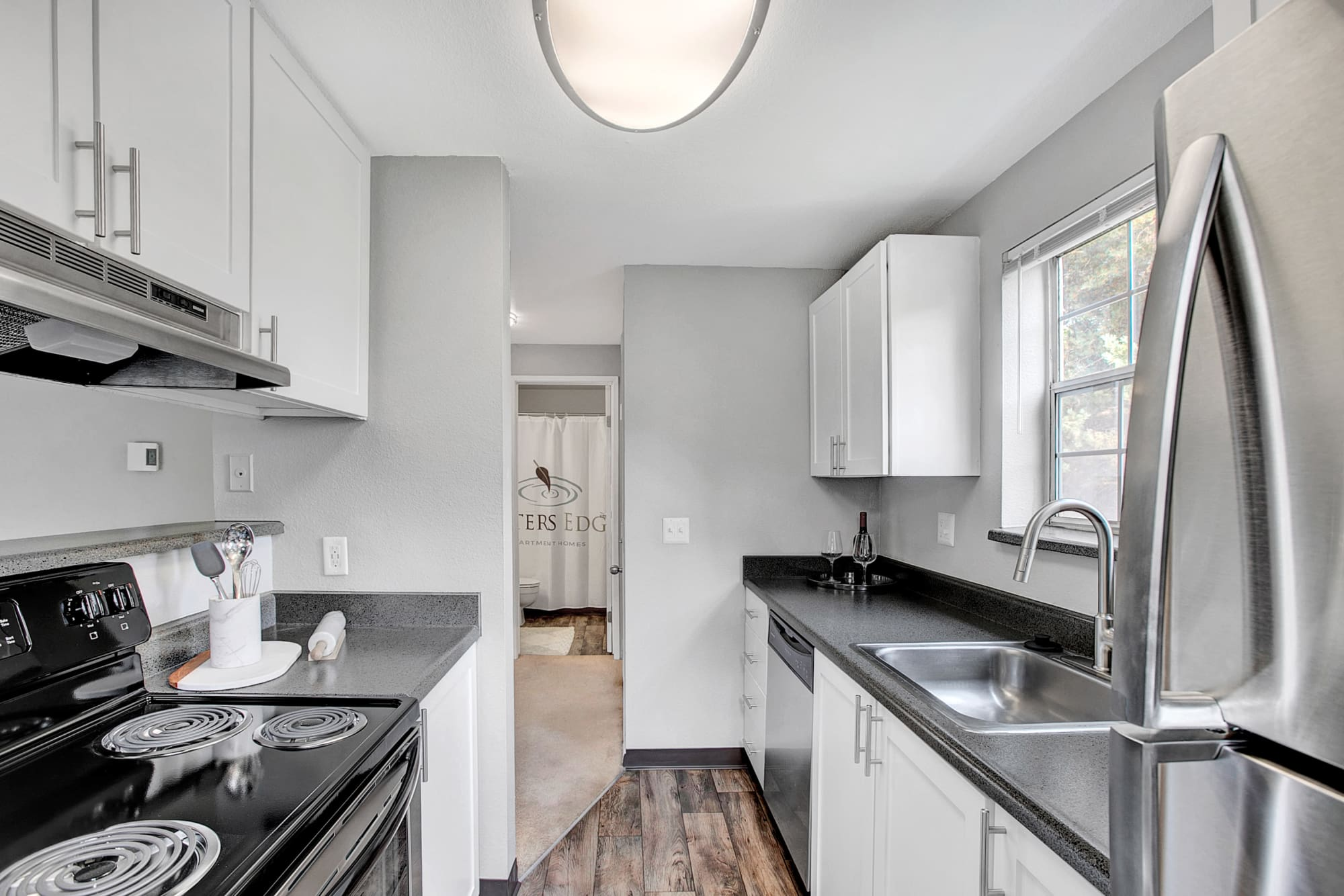 Waters Edge Apartments Apartment Homes Kitchen